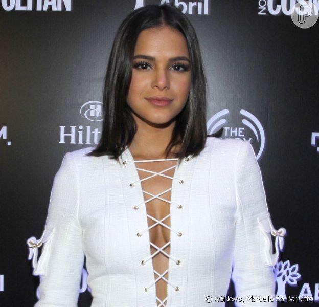 Bruna Marquezine aposta em look de R$ 12 mil da grife Balmain em festa VIP da revista 'Cosmopolitan'