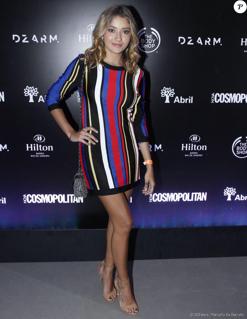A Atriz Carolina Oliveira Apostou Em Um Vestido Curtinho Com