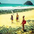 Animada, Regiane Alves curte praia na companhia do namorado e de Thalita Morete