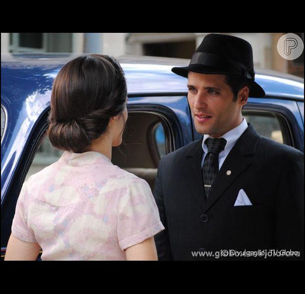 Franz (Bruno Gagliasso) conta para Amélia (Bianca Bin) que Viktor (Rafael Cardoso) é o pai do bebê de Sílvia (Nathalia Dill), em 'Joia Rara', em 16 de dezembro de 2013