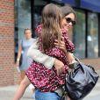 Katie Holmes levou Suri para passeio em parque na região de 'West Village', em Nova York, em agosto de 2012