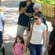 A mãe de Katie Holmes, Kathleen, acompanhou a filha e a neta, Suri, no passeio ao Central Park Zoo