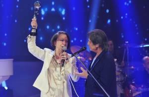 Fernanda Montenegro recebe Troféu Mário Lago das mãos de Roberto Carlos