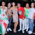 Paloma Bernardi se diverte e samba muito com a Grande Rio