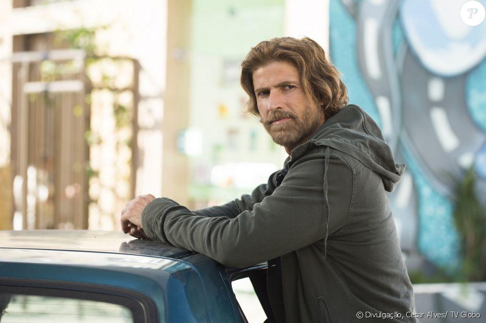 Pedro (Reynaldo Gianecchini) recebe voz de prisão, sob acusação de ser o mandante do atentado contra a vida e Fausto (Tarcisio Meira), em 29 de outubro de 2016, na novela 'A Lei do Amor'