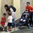 Camila Alves ao lado dos filhos Levi, de 6, Vida, de 3 anos, e Livingston, de 11 meses