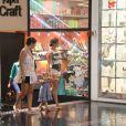 Grazi Massafera e Sofia, sua filha de 1 ano e 7 meses, fruto de seu casamento com Cauã Reymond, passearam no shopping Fashion Mall, em São Conrado, Zona Sul do Rio de Janeiro, nesta segunda-feira, 30 de dezembro de 2013