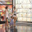 Grazi Massafera curtiu a tarde desta segunda-feira, 30 de dezembro de 2013, ao lado de sua filha, Sofia, de 1 ano e 7 meses, no shopping Fashion Mall, em São Conrado, Zona Sul do Rio de Janeiro