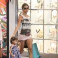 Grazi Massafera passeou com Sofia, de 1 ano e 7 meses, no shopping Fashion Mall, em São Conrado, Zona Sul do Rio de Janeiro, nesta segunda-feira, 30 de dezembro de 2013
