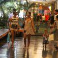 De short curtinho, Grazi Massafera passeia no shopping Fashion Mall, em São Conrado, Zona Sul do Rio de Janeiro, nesta segunda-feira, 30 de dezembro de 2013, ao lado de sua filha com Cauã Reymond, Sofia, de 1 ano e 7 meses