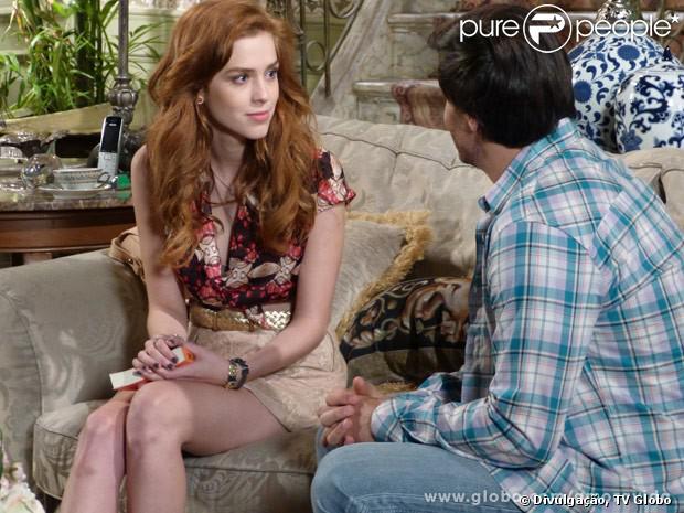Natasha (Sophia Abrahão) descobre que foi salva por Thales (Ricardo Tozzi) e fica comovida, em 'Amor à Vida', em 13 de janeiro de 2013