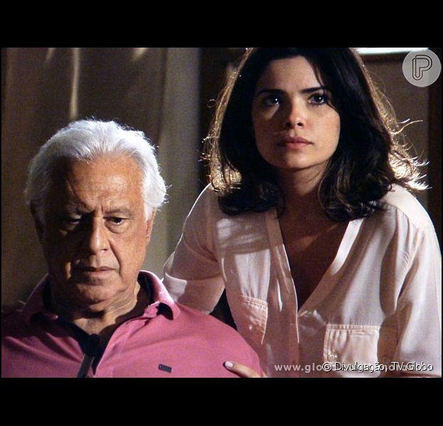César (Antonio Fagundes) percebe que há outra pessoa com Aline (Vanessa Giácomo) dentro de casa, em 'Amor à Vida', em 13 de janeiro de 2014