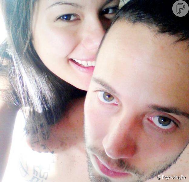 João Almeida se descrevve como solteiro no perfil do BBB14, mas namora da estudante Deborah Moreira