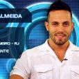João Almeida se declara soleiro no perfil de apresentação do 'BBB 14', mas tem namorada