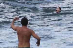 Anne Hathaway quase se afoga em praia do Havaí após machucar o pé. Veja fotos