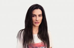 Cleo Pires vira modelo em linha de blusas com sua boca estampada: 'Provocativas'