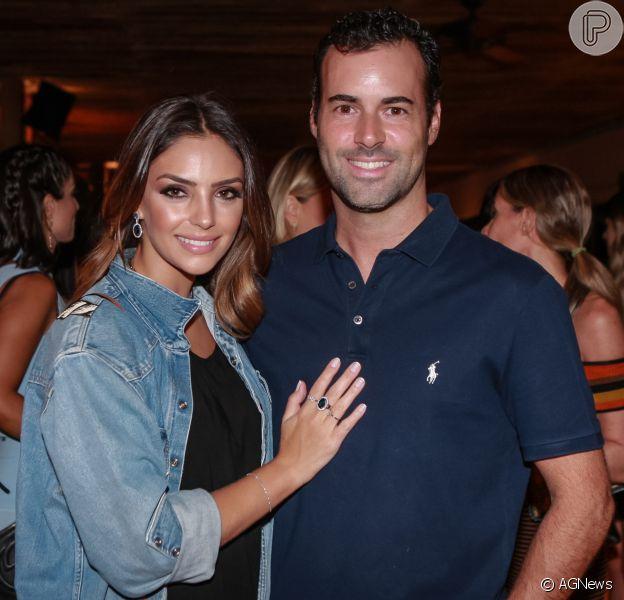 Namorado Carol Celico, Eduardo Scarpa posou com camisa de Kaká, ex-marido da empresária, em fotos compartilhadas no Instagram, na terça-feira, 6 de dezembro de 2016