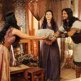 Prometida a Abel (Edu Porto), Samara (Paloma Bernardi) já rejeitou presentes do hebreu, na novela 'A Terra Prometida'