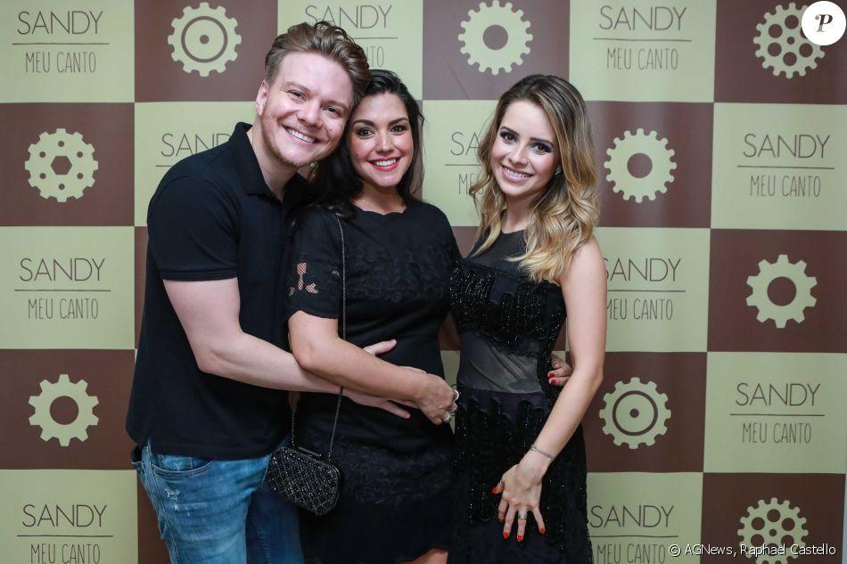 Sandy se apresentou neste domingo, 11 de dezembro de 2016, em São Paulo, e recebeu Michel Teló e Thais Fersoza na plateia