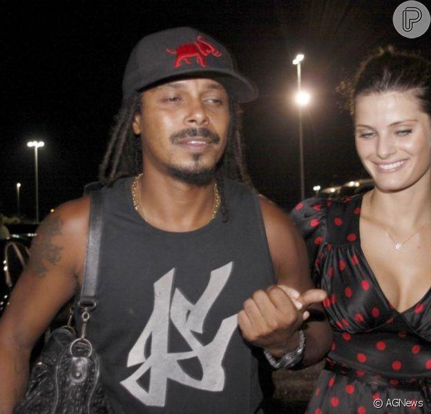 Isabeli Fontana e Falcão estariam juntos novamente, segundo colunistas em 8 de janeiro de 2013