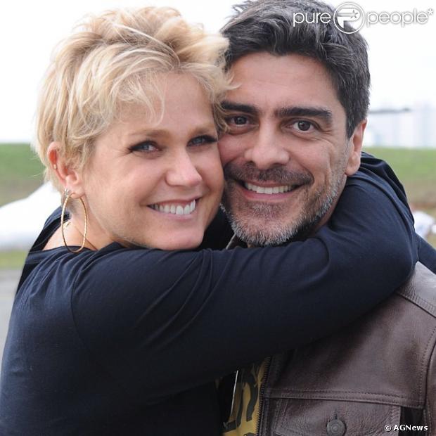 De férias da TV, Xuxa antecipou a volta das férias que passava com Junno nos EUA para ficar com mãe, que está no CTI de um hospital no Rio de Janeiro