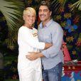 Xuxa pretende ficar ao lado da mãe no CTI do hospital. Para isso, antecipou a volta das férias que passava ao lado do namorado