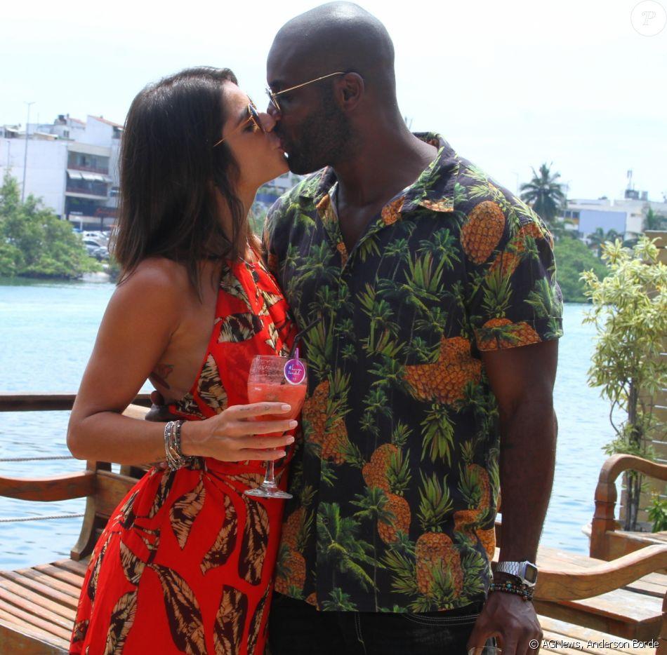 Rafael Zulu beija a nova namorada, Gabriela Arruda, em festa da filha deaniversário de 10 anos da filha, Luiza
