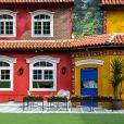 A casa do confinamento do 'BBB17' ganha uma nova roupagem com a fachada colorida
