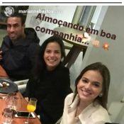 Bruna Marquezine posa abraçada a Neymar em restaurante com amigos: 'Desfrutando'