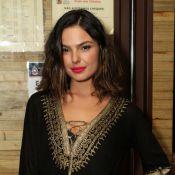 Isis Valverde é internada após sofrer acidente de carro: atriz fratura a coluna