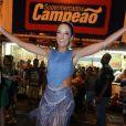 Ticiane Pinheiro arrasou no samba durante ensaio de rua da Vila Isabel para o Carnaval, na noite desta quarta-feira, 1º de fevereiro de 2017