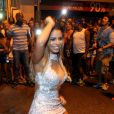 Lexa também arrasou no samba no ensaio de rua da Vila Isabel para o carnaval, na noite desta quarta-feira, 1º de fevereiro de 2017