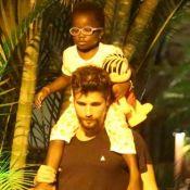 Bruno Gagliasso carrega a filha nos ombros ao buscar Ewbank no trabalho. Fotos!