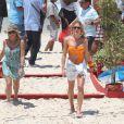 Fiorella Mattheis aparece de biquíni em gravação feita na praia da Reserva, na Zona Oeste do Rio de Janeiro