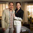 Helena (Julia Lemmertz) finge não ligar quando Virgílio (Humberto Martins) diz que Laerte (Gabriel Braga Nunes) está em Goiânia, na novela 'Em Família'