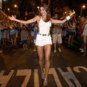 Thaila Ayala mostra samba no pé em ensaio da Vila Isabel, no Rio de Janeiro