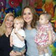 Perlla prestigiou o aniversário do afilhado, Cauã, em outubro de 2012. Na ocasião, ela não sabia que estava grávida de poucas semanas