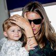 Gisele Bündchen e sua filha, Vivian Lake, embarcaram no aeroporto de Los Angeles nesta segunda-feira
