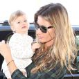 Gisele Bündchen embarcou no aeroporto de Los Angeles nesta segunda-feira, 10 de fevereiro de 2014, acompanhado de sua filha, Vivian Lake, de 1 ano e dois meses