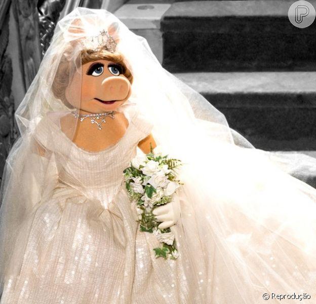 Miss Piggy usará vestido assinado pela estilista britânica Vivienne Westwood no filme 'Muppets 2 - Procurados e Amados', que estreia dia 16 de maio no Brasil