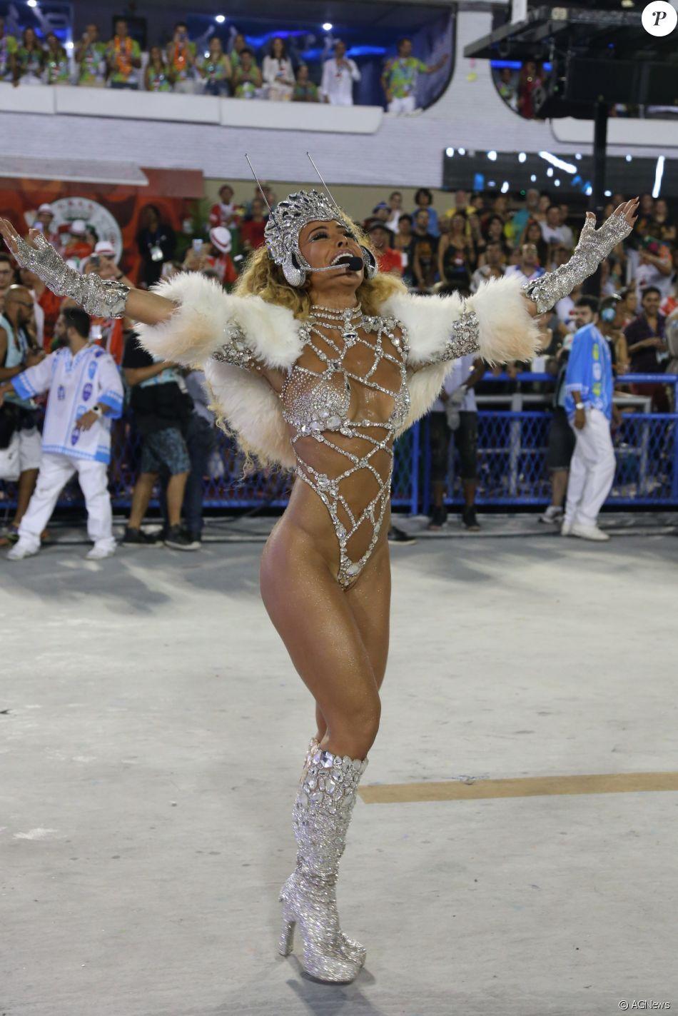 019a5273ed7a7 Sabrina Sato brilhou como rainha de bateria da Unidos da Vila Isabel no  Carnaval 2017 e