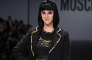 Katy Perry desfila na Semana de Moda de Milão e é vaiada após atraso de uma hora