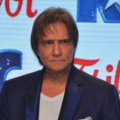 Após críticas, Friboi bloqueia comentários em comercial de Roberto Carlos