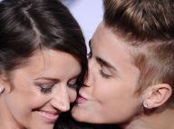 Grande vencedor do American Awards, Justin Bieber leva a mãe para a premiação