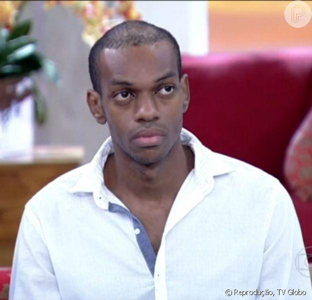 Vinicius Romão foi entrevistado na manhã desta quinta-feira, 27 de fevereiro de 2014, por Fátima Bernardes no programa 'Encontro'. Na atração, o vendedor contou como foram os 16 dias que passou preso: 'Todos que entram na penitenciária raspam o cabelo. E eu me senti desmoralizado'