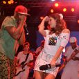 Giovanna Lancellotti se rendeu ao sucesso da música 'Lepo-Lepo', da banda Psirico. A atriz encarou a profissão de repórter para o camarote da Close Up Brasil na sexta-feira, 28 de fevereiro de 2014