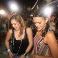 Bruna Marquezine e Alice Wegmann dançam 'Lepo Lepo' no trio de Ivete Sangalo
