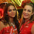 Bruna Marquezine posa com Luana Piovani no camarote da Brahma, no primeiro dia de desfiles no Rio de Janeiro, no domingo de Carnaval (2)