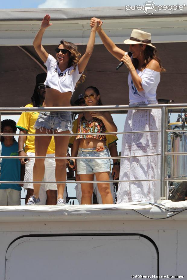 Ivete Sangalo agita foliões no último dia de Carnaval de Salvador. A cantora se apresenta no tradicional Arrastão ao lado de Carlinhos Brown e da Timbalada