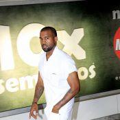 Kanye West desembarca sem Kim Kardashian no aeroporto do Rio de Janeiro